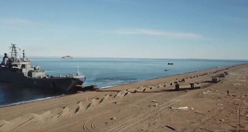 Arctic brigade unloading